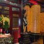 Einfach jede Menge goldene Nischen mit Mini-Buddhas...