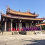 Direkt neben dran ist der Confucius Temple