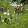 ...mit Friedhof