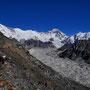 Der weiße Berg ganz links: Cho Oyu (8201 m)