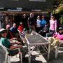 Mittagspause: Martin, Juddha, Holger, Chris, Geoff, Justin, Dennis, Michelle, Tim, Lorraine, Bernice (von links)