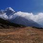 Nicht mehr wirklich genutzte Landebahn im Himalaya