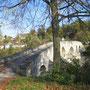 Die Krumme Brücke wurde 1487 vollendet und steht unter Bundesschutz. Sie führt über die Thur nach Bischofszell.