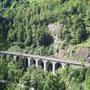 Der vollständig gemauerte Seckenviadukt vor Gurtnellen - der einzige, der noch in seiner ursprünglichen Gestalt erhalten geblieben ist.