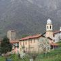 Rongio mit der Kirche San Giacomo und dem Turmhaus der Lanfranconi.