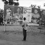 Manifesti annuncianti l'incontro tra Muhammad Ali e George Foreman, Kinshasa, Zaire, 1974 (courtesy Magnum Agency/Abbas)