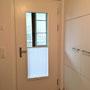 Haustüre weiss mit sichtschutz Plissee