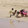 Kinder am Strand von Sal Rei