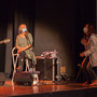 Création musicale Siladigueron. Jack Tocah, Carole Simon-Tocah, l'enseignante Céline Dumas des CM1/CM2 de l'école primaire de l'Estey (Le Tourne). Lundi 7 juin 2021, Cénac