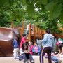 au Parc du Millénaire à la Défense - sculptures en séquoia et structures en chêne