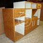 un meuble de bureau en carton