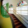 ゆったりとした階段 ステンドグラス