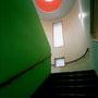 階段内部 トップライトを見上げる
