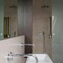 Blick vom Waschplatz zur Dusche