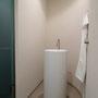 Purismus pur: Monolith-Waschplatz