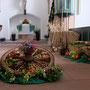 Erntegaben mit Blick auf den Altar