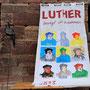 Die Lutherfahne darf signiert werden