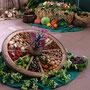 Früchte des Gartens im Holzrad
