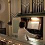 Larissa Hergert an der Orgel
