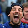 glückliches Gesicht im Ziel nach dem ersten Marathon - Marathontraining mit perfektem Ende!