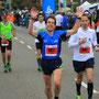 kurz vorm Ziel beim Köln Marathon - ein Teilnehmer aus der Marathongruppe