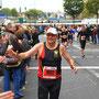 Abklatschen gehört auch im Marathon dazu - in der Marathonvorbereitung von Thomas Klingenberger steht Freude und Spaß am Lauftraining im Vordergrund