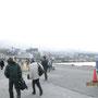 向こうには、三原山の外輪山が見える。