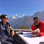 Ausflug zum Everest view Hotel in Kumchung. Helga und Peema Sherpa vor der Ama Dablam.