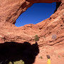 Silke vor dem South Window. Arches Nationalpark/Utah.