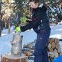 Holz hacken, um eine warme stube zu haben..