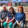 """Die drei auf dem Bänkle ... Eine Vorstands""""Generation"""" - Ehrenvorstand Flori, ehemalige Vorsitzende Ingeborg und die aktuelle Vorsitzende Aurelia"""