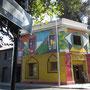 Dieses ehemalige Künstlerviertel ist bunt und voll mit Restaurants.