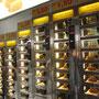 Ganz wie in Amsterdam, nur ist die Auswahl hier auf den brasilianschen Fastfoodgeschmack ausgerichtet. Es lassen sich Coxinhas de Frango, fleischgefüllte Kroketten und Hamburger ziehen.
