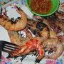 Gegrillte Garnelen & gegrillter Tintenfisch mit süßer Chillisoße.