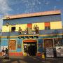 Leider sind die Hauptstraßen von Boca heute viel zu touristisch. Alles kostet und sobald die Verkaufstische hochgeklappt werden, wird's sogar richtig gefährlich. Kein Viertel für eine nächtliche Wanderung.