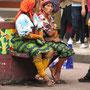 Indigene Frauen tragen immer Stützstrümpfe, wenngleich aus medizinfernen Gründen.