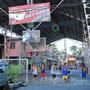 Basketball ist und bleibt den Philippinos ihre Lieblingssportart. Das Land und insbesondere die Hauptstadt sind voll mit Basketball-Courts und überall hängen Körbe.