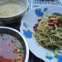 Kalte Erdnußnudeln mit Suppe. Eine wirkliche burmesische Spezialität.