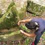 Chihi repariert eine alte Ruine.