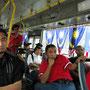 Im öffentlichen Bus.