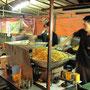 Der Hauptstadts bekanntestes Nasi-Goreng-Straßenrestaurant. Kommt seinem guten Ruf nach, mehr sage ich nicht.