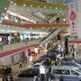 Indonesier sind von Autos besessen, aber muß die gesamte erste Etage eines Malls von den Dingern beansprucht werden?