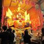Der Pappkamerad, der am Ende der Feiertag verbrannt wird, soll der größte von ganz Malaysia sein. Gut vorstellbar.