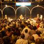 Ein Riesenspektakel, die Ganga Aarti.