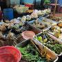 Gebratener Fisch & Gemüse mit verschiedenen Soßen.