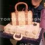 GUCCI FOREVER: pandispagna, crema pasticcera e gocce di cioccolato per la valigia; torta al cioccolato e crema ai pistacchi per la borsetta