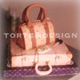 GUCCI FOREVER: pandispagna, crema pasticcera e gocce di cioccolato per la valigia; torta al cioccolato e crema ai pistacchi per la borsetta decorazioni modellate e dipinte a mano (chiave inclusa)