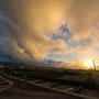 wolkenloser Tag bringt Regen in der Nacht: wolkiger Sonnenuntergang