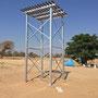 Das hohe Podest für den Wassertank soll für ausreichend Druck sorgen.