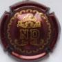 Marque : DHONDT Nelly N° Lambert : 6 Couleur : Bordeaux et or Description : Lettres ND sous un laurier couronné  Emplacement :